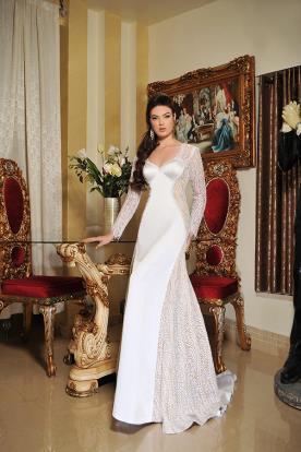 שמלת כלה מחרוזים בצידי השמלה