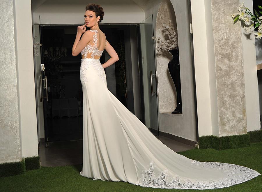 שמלת כלה בשילוב שובל עשיר