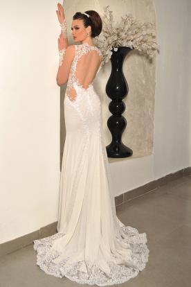 שמלת כלה עם גב חשוף מעוטר בתחרה
