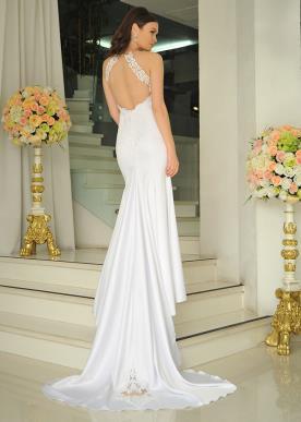 שמלת כלה עם גב חשוף ושובל עדין