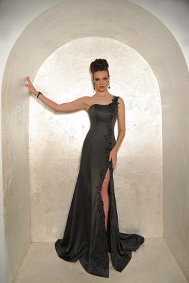 שמלת ערב עם כתפיה אחת ושסע