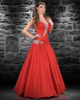 שמלת ערב נפוחה עם אבנים וכיווצים