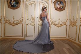 שמלת ערב אפורה עם מחשוף בגב