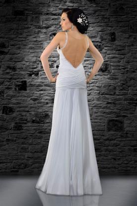 שמלת כלה עם גב שקוף, אבנים וכיווצים