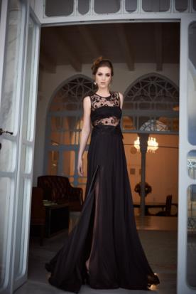 שמלת ערב שחורה עם שסע נועז