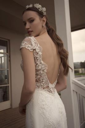 שמלת כלה מתחרה עם גב חשוף