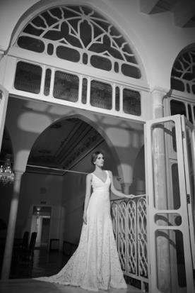 שמלת כלה ארוכה מתחרה בדגם מקסי