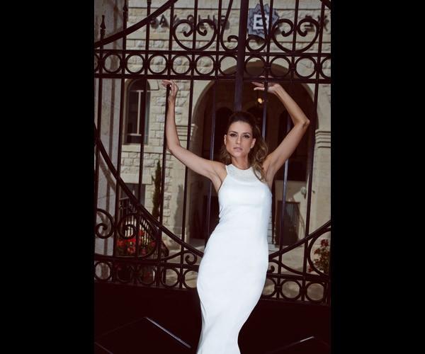 שמלת כלה בדגם קולר עם צוארון מקושט