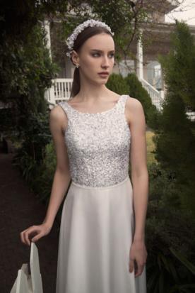 שמלת כלה בשילוב אבני סברובסקי מרובים