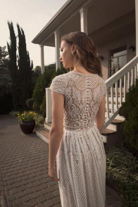 שמלת כלה עם שרוולים בקישוט חרוזים