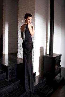 שמלת ערב עם גב חשוף בצבע שחור