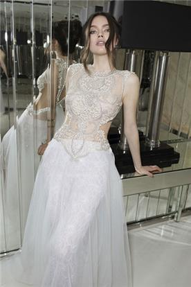 שמלת כלה עם חלק עליון מתחרה מיוחדת