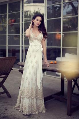 שמלת כלה בצבע שמנת בשילוב תחרה וינטג'