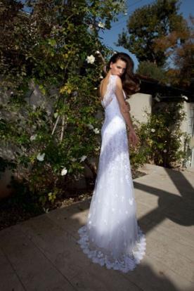 שמלת כלה עם תחרה וגב פתוח