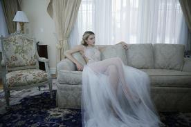 שמלת כלה עם חצאית שקופה