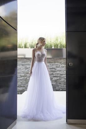 שמלת כלה עם חצאית טול