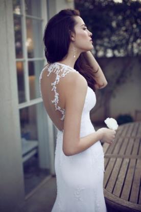שמלת כלה עם גב מעוטר פרחים