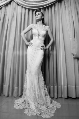שמלת כלה עם מחוך וסיומת תחרה