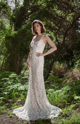 שמלת כלה מקסי עם שובל מתחרה