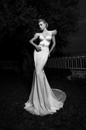 שמלת כלה עם פרנזים בכתפיים