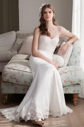 שמלת כלה בגימור תחרה בחצאית