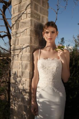 שמלת כלה עם חגורת מותן מחרוזים