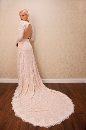 שמלת כלה ורודה עם שרוולים