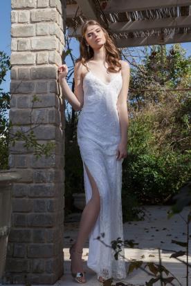 שמלת כלה בוהמיינית עם שסע