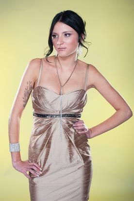 שמלת ערב מיני עם חגורת אבנים
