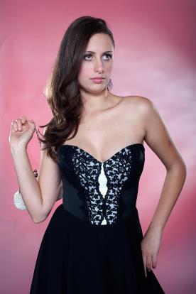 שמלת ערב מחוך תחרה שחור לבן