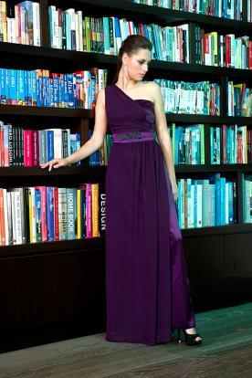 שמלת ערב סגולה וחגורה מעוטרת