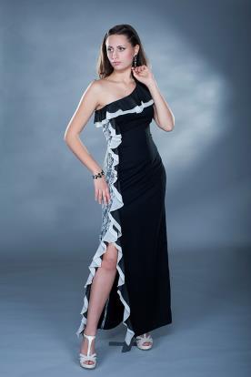 שמלת ערב כתפיה אחת קפלים שסע