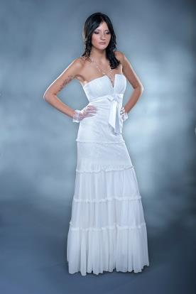 שמלת כלה מחשוף עמוק וקומות