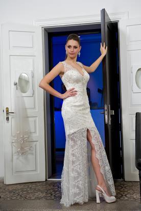 שמלת כלה שכבת תחרה ושסע