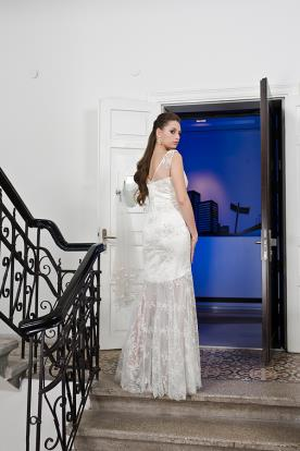 שמלת כלה שמנת תחרה עשירה