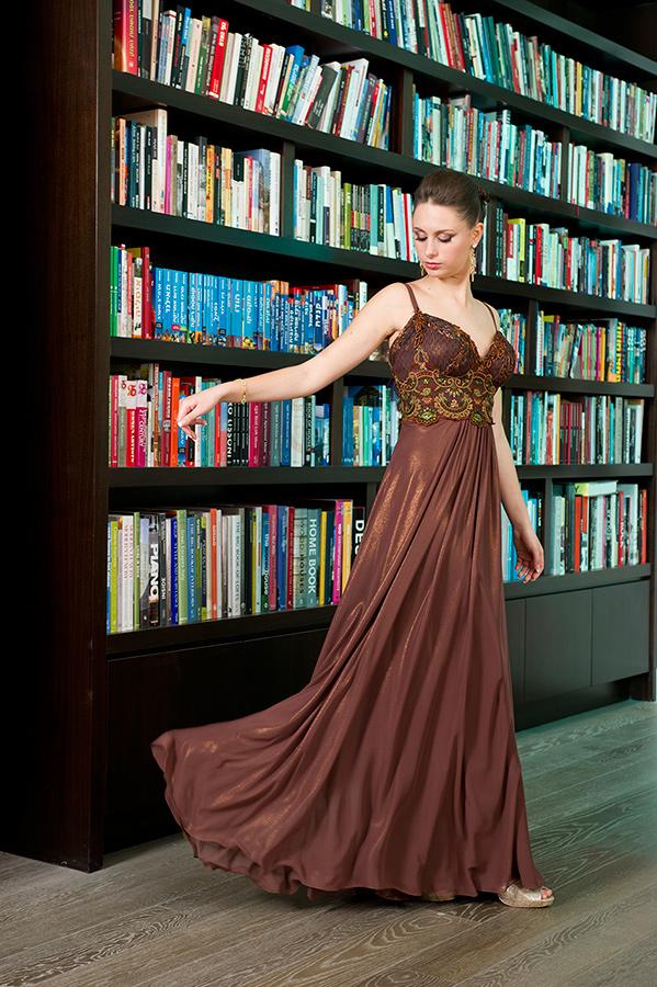 שמלת ערב עם חגורת מותן עשירה