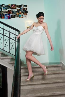 שמלת כלה קצרה סטרפלס וטול