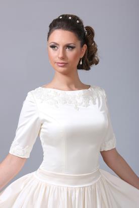 שמלת כלה מעוטרת צנועה