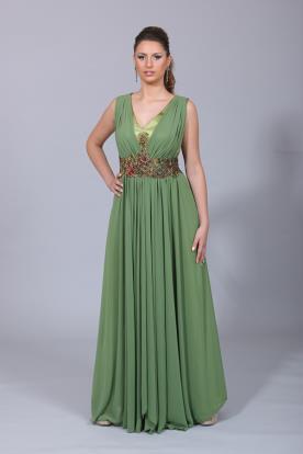 שמלת ערב ירוקה עם כיווצים וחגורה