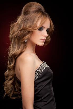 שיער גלי עם הגבהה בינונית