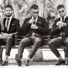 חליפות עם עניבות שחורות