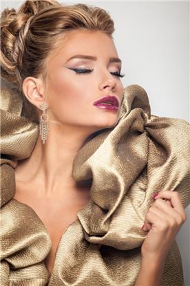 איפור ושיער: איפור כלות, תסרוקת כלה, תסרוקת חצי אסוף, תסרוקת לשיער חלק, שיער בלונדיני, איפור רומנטי - קלים ליין - עיצוב שיער ואיפור