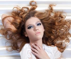 איפור ושיער: נאטשה דנונה