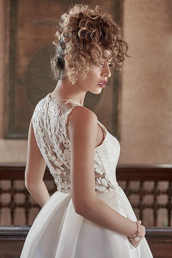 שמלת כלה תחרת פרחים בגב