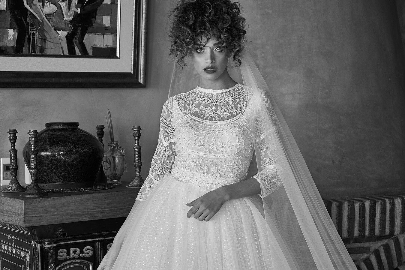 שמלת כלה צנועה עם הינומה