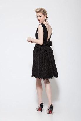 שמלת ערב שחורה עם פפיון בגב
