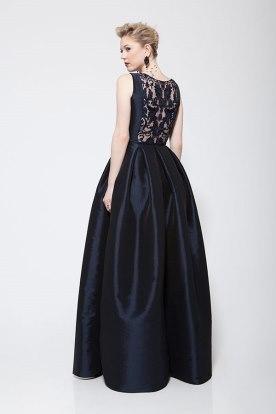 שמלת ערב שחורה עם תחרה בגב