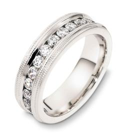 טבעת נישואין רחבה עם יהלומים