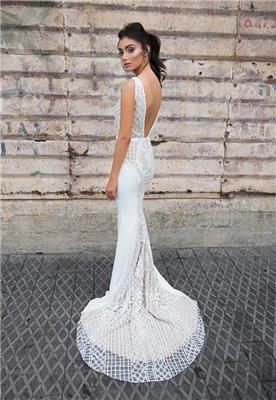 שמלת תחרה בשילוב בד חלק