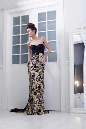 שמלת ערב סטרפלס בצבעים שחור וצהוב